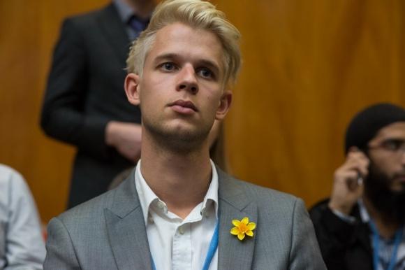 18 Julian Assange at linklove help for wikileaks